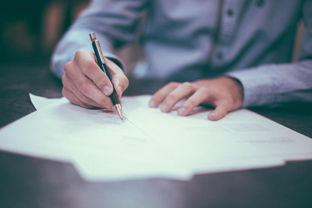 5 powodów, dla których warto skorzystać z usług profesjonalnego pośrednika sprzedając nieruchomość.
